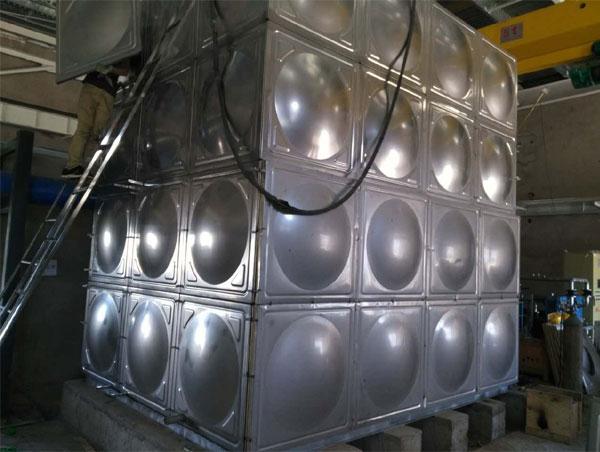 辽中市金杯汽车厂环球体育比分保温水箱48吨安装完成